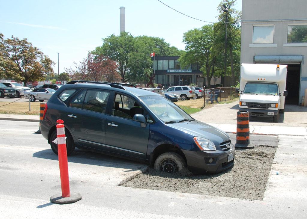 Auto prise dans le ciment