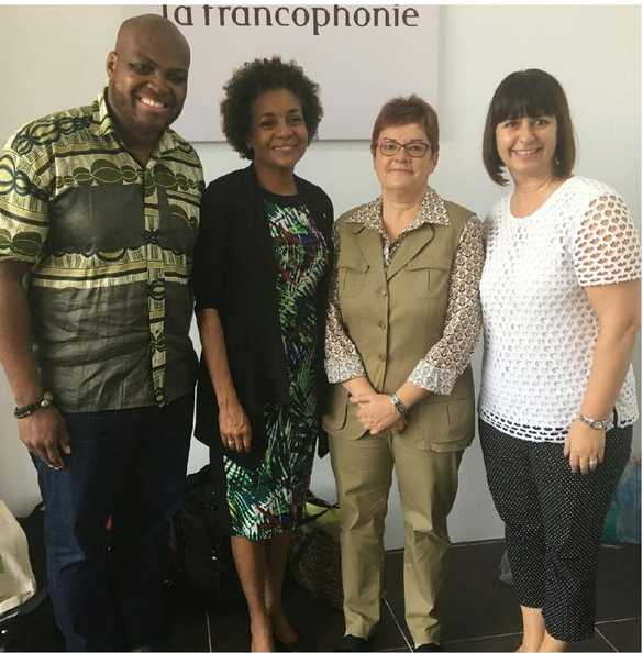 Le chanteur et musicien franco-ontarien Yao, la présidente de l'OIF Michaëlle Jean, la sous-ministre ontarienne Marie-Lison Fougère et la ministre ontarienne Marie-France Lalonde à Antananarivo.