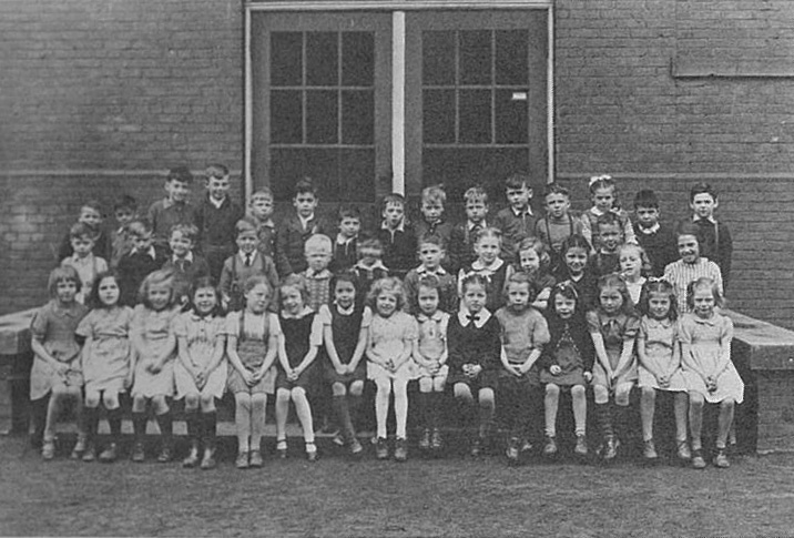 Photo des élèves de l'école du Sacré-Coeur à Toronto en 1902.