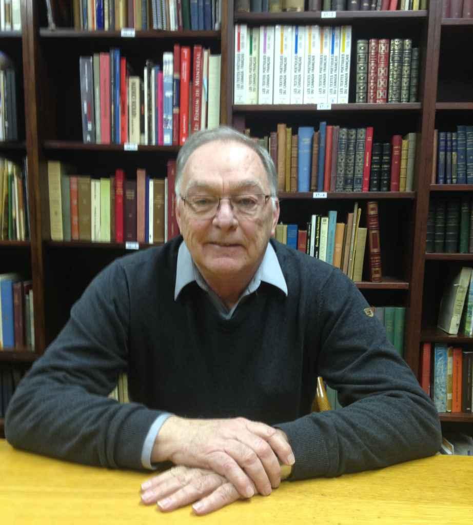 Le président Michel Downs dans la bibliothèque de l'Institut.