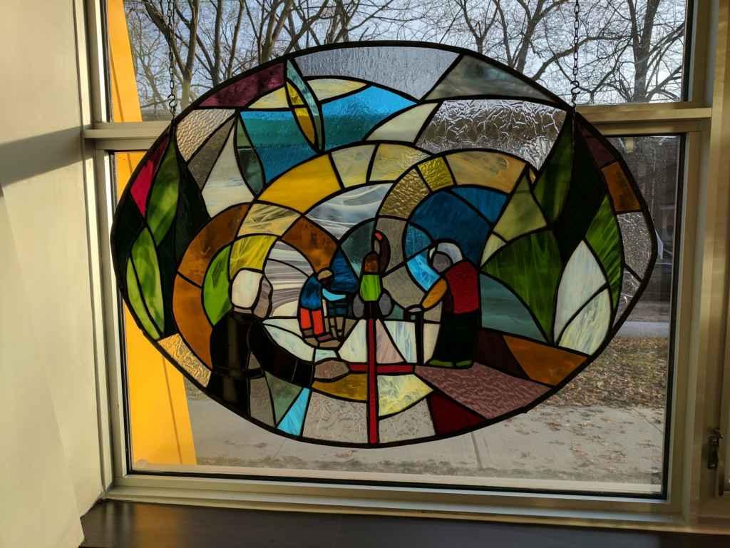 Le vitrail «Frère André qui accueille et guérit les malades».