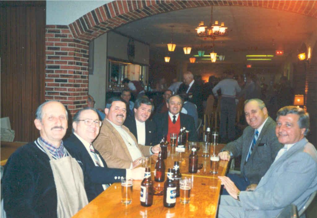 Des membres de l'Institut au salon L'Escale, dans les années 1980. (Archives-de-lInstitut)