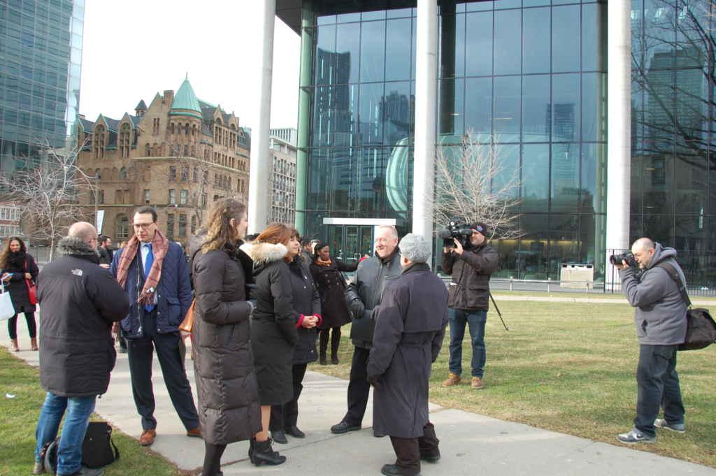 Le monument sera situé en face de la faculté de Pharmacie de l'Université de Toronto.