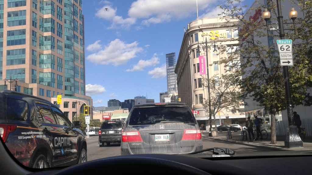 Circulation au centre-ville de Winnipeg. (Photo: Sandra Dorélas)
