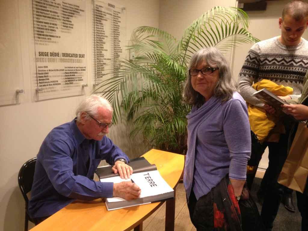 L'enseignante Josette Bouchard et Yann Arthus-Bertrand.