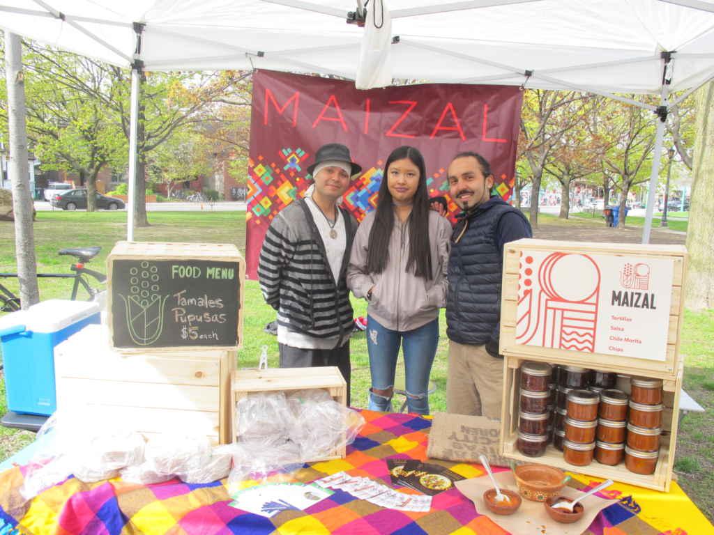 Adelio, Metzeai et Ivan , créateur de Maizal à Toronto et producteur de Tortillas et plat hispaniques.