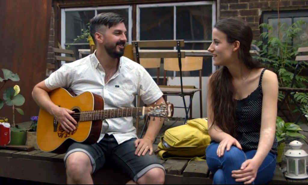 Damien Robitaille et Kelly Lefaive dans Voyage de chien à UnisTV.
