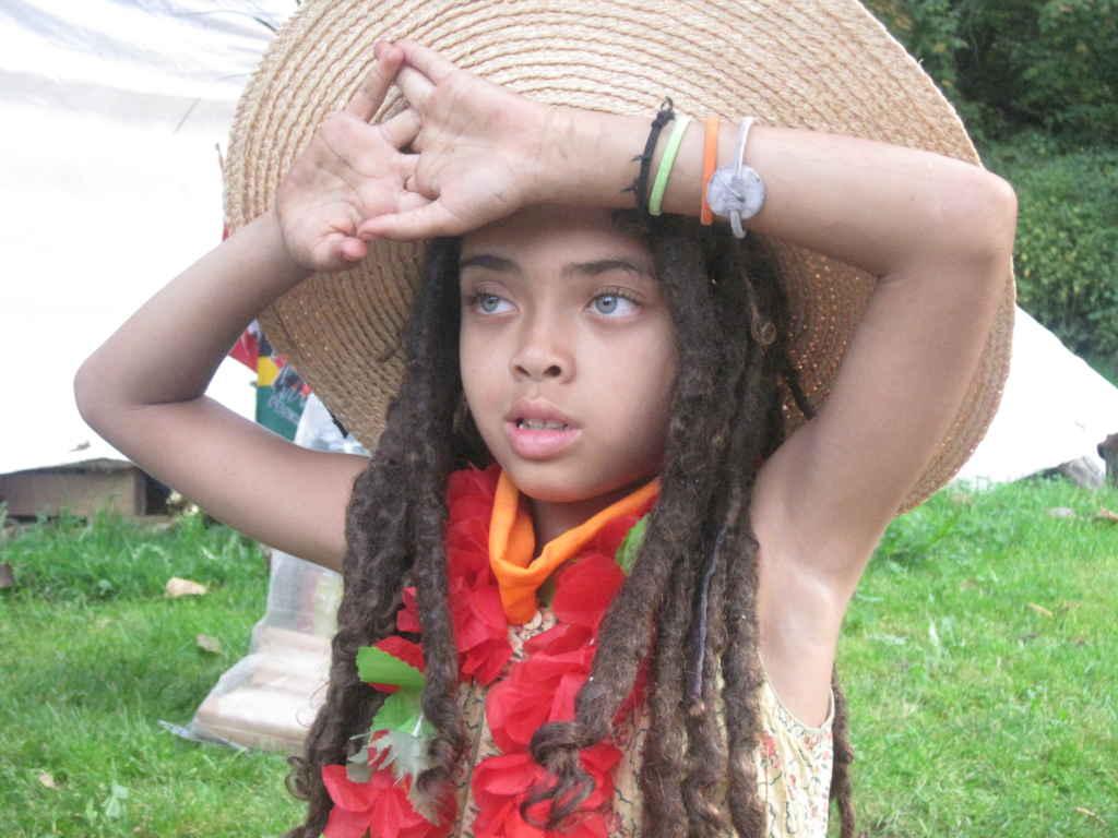 La petite fille de Jean Paul dans The land own you. (photo: Sarah Kravetz)