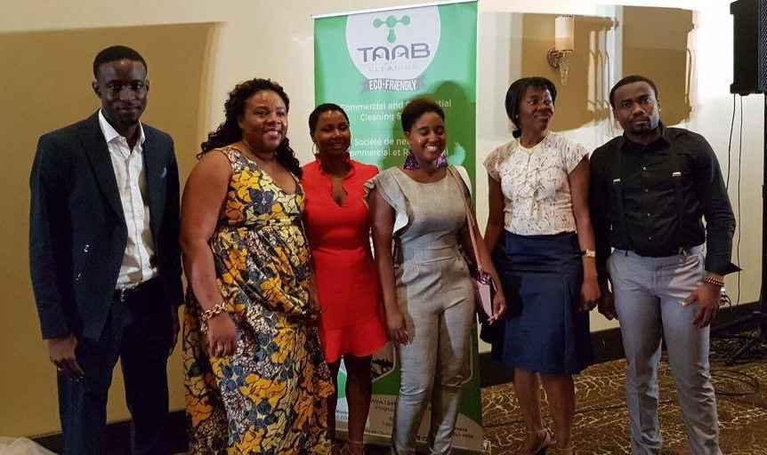 Assiatou Diallo avec quelques membres de son équipe de TAAB Cleaning.