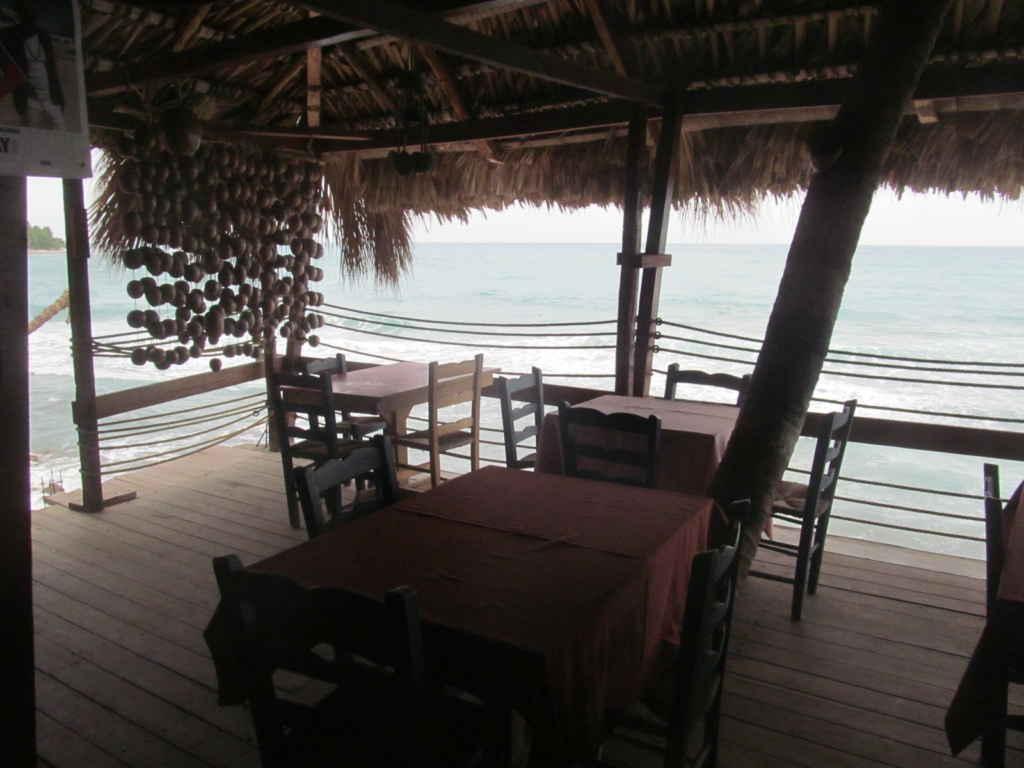 Le resto-bar Vue sur mer à Cayes-Jacmel.