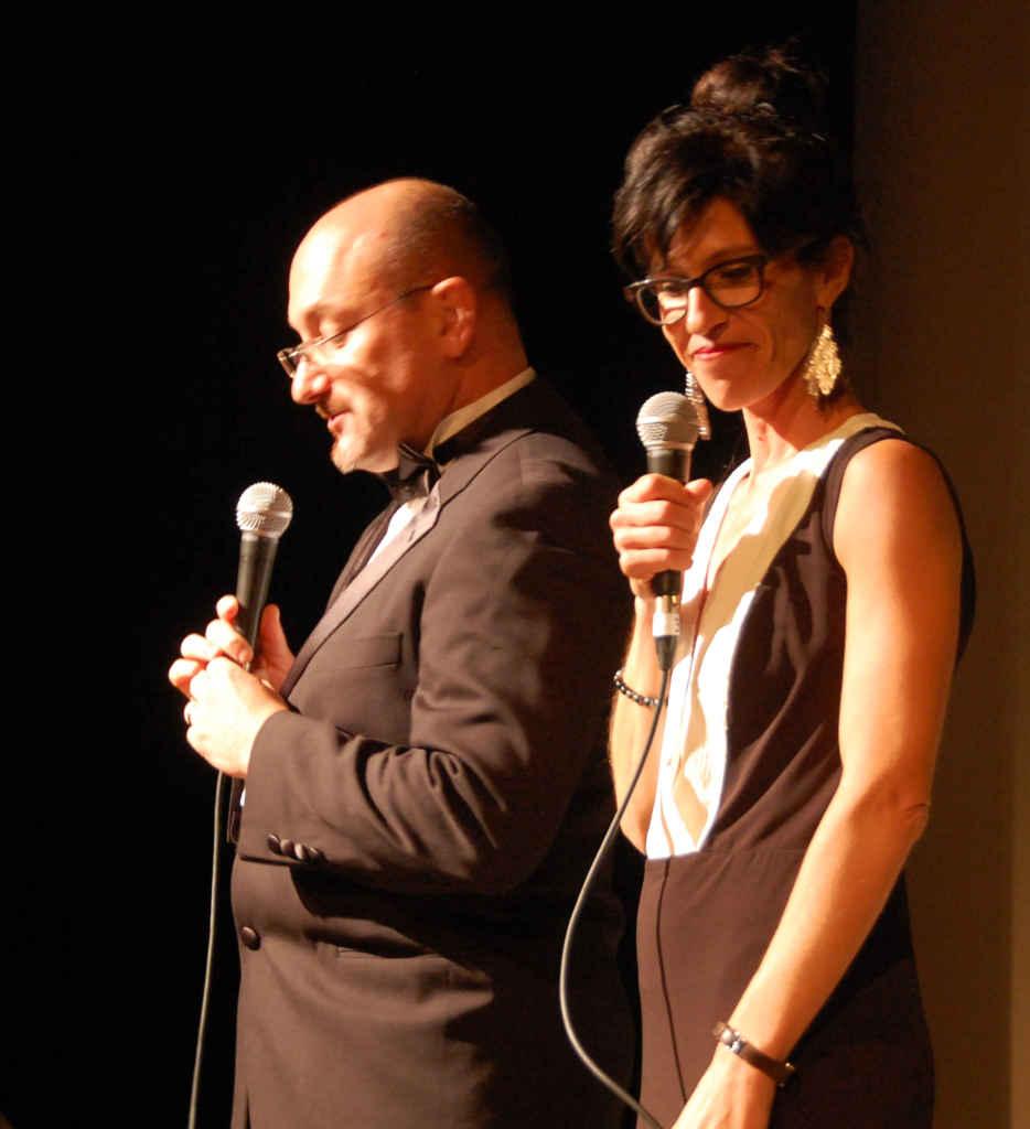Patricia Guérin avec Thierry Lasserre sur la scène du théâtre de l'Alliance française en septembre dernier lors du lancement de sa saison culturelle.