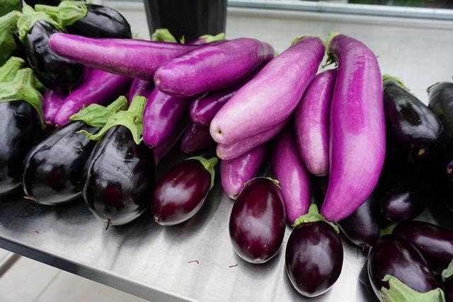 Des aubergines asiatiques.