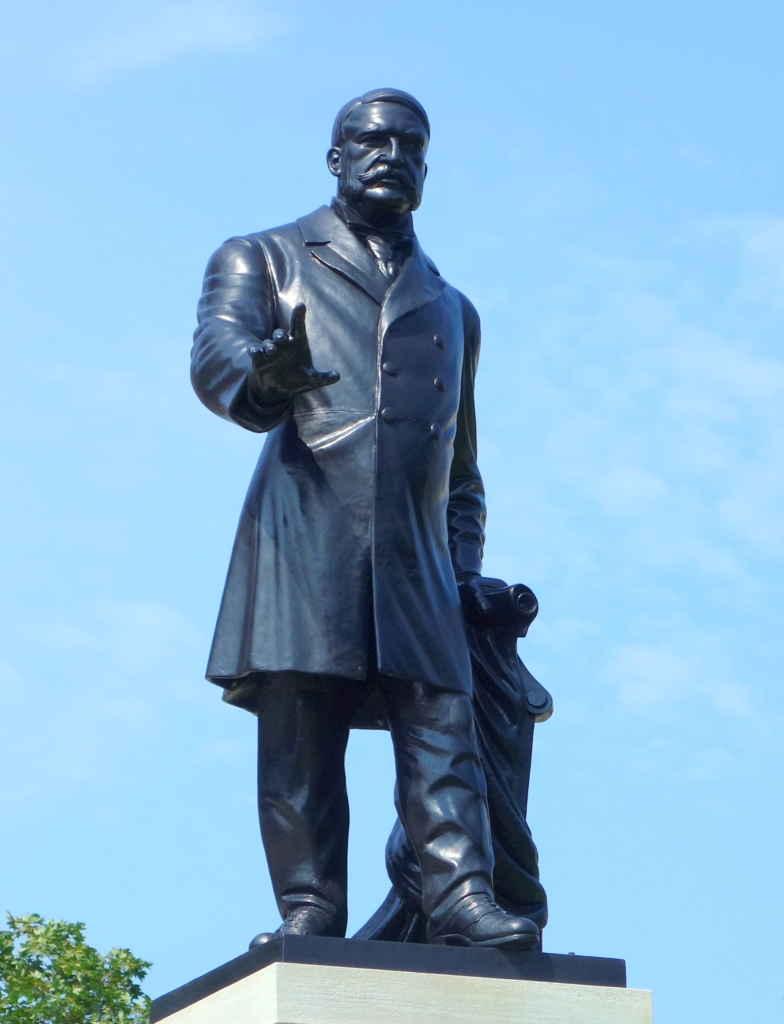 La statue de James Whitney à Queen's Park.