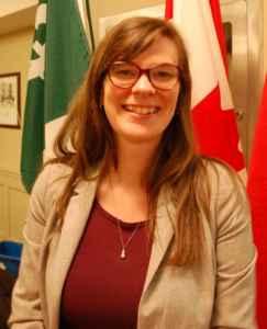Andrée Newell, du CLÉ (Centre de leadership et d'évaluation), a aidé l'AFO à produire son Livre blanc sur les médias.