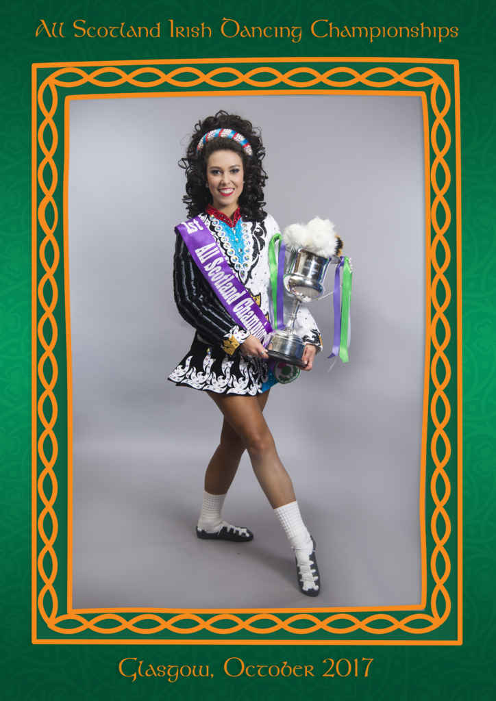 Camille en costume traditionnel de danse irlandaise