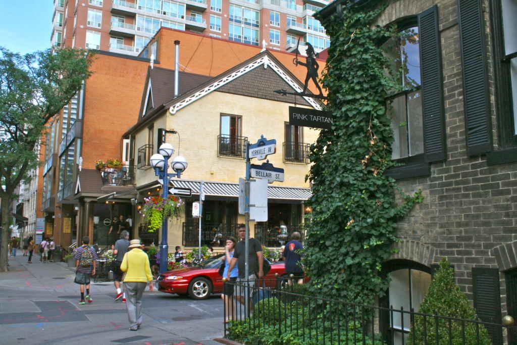 Yorkville a déjà été le quartier hippie de Toronto.