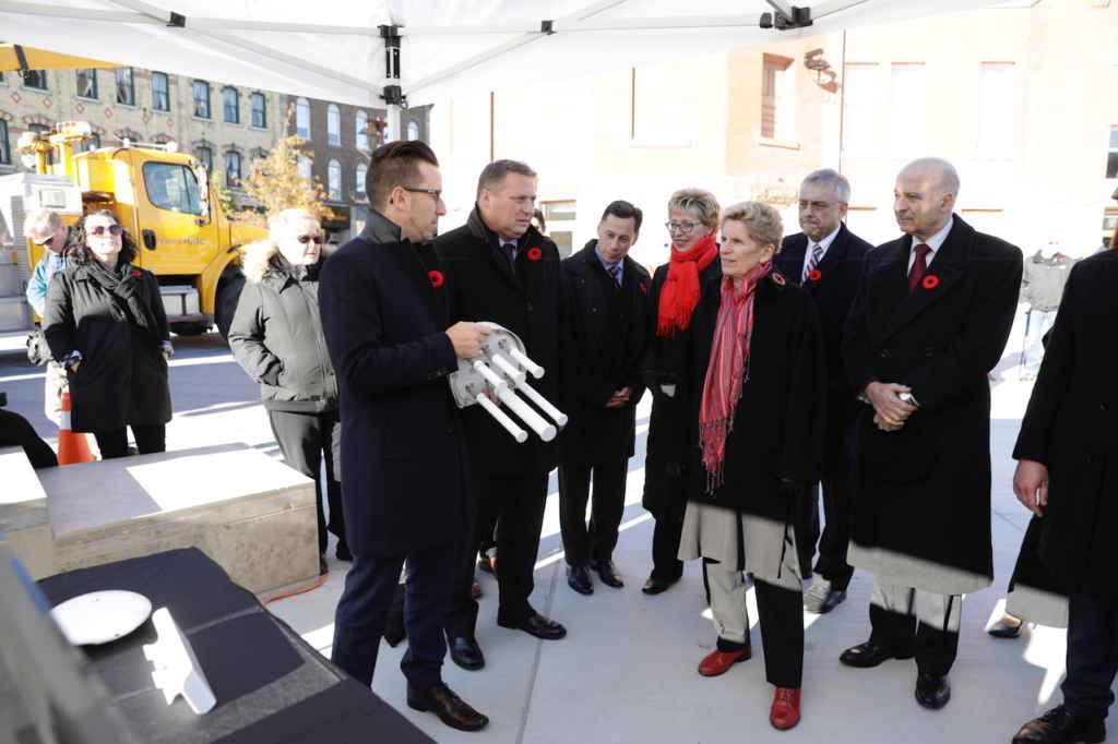 Demonstration pour la première ministre Kathleen Wynne au lancement du RIVA.