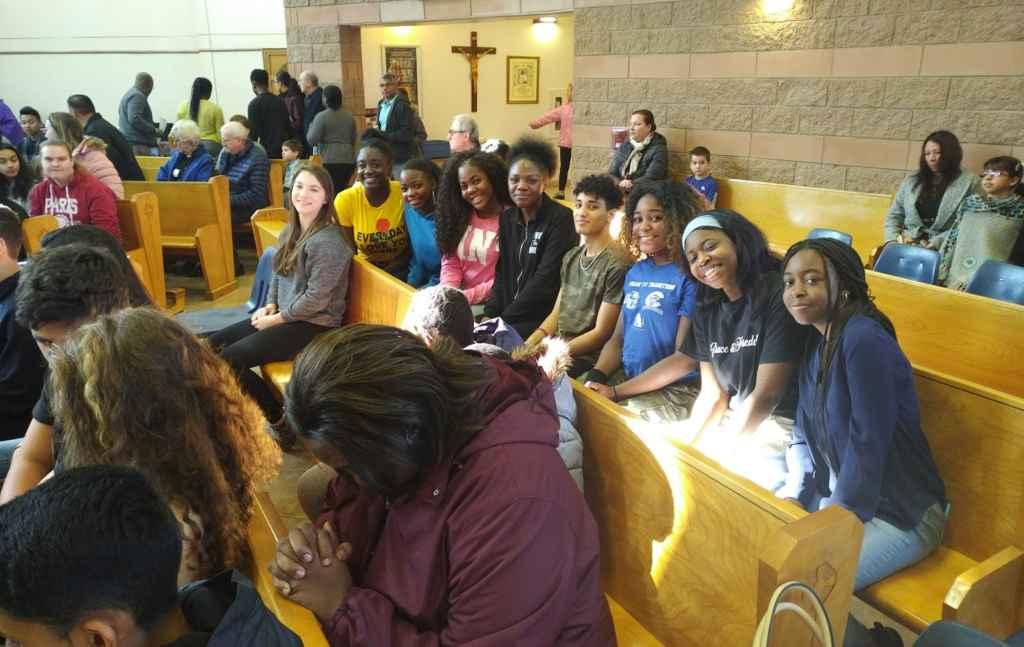 Des participants à Noël Académie à l'école secondaire catholique Sainte-Famille à Mississauga.