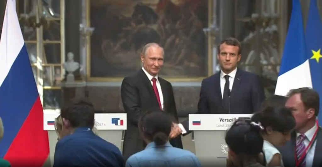 Les présidents Vladimir Poutine et Emmanuel Macron en mai 2017.