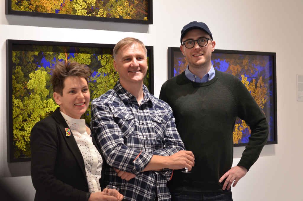Lise Beaudry, Marc Audette et Edward Maloney lors du vernissage de l'exposition Cimes et Cieux.