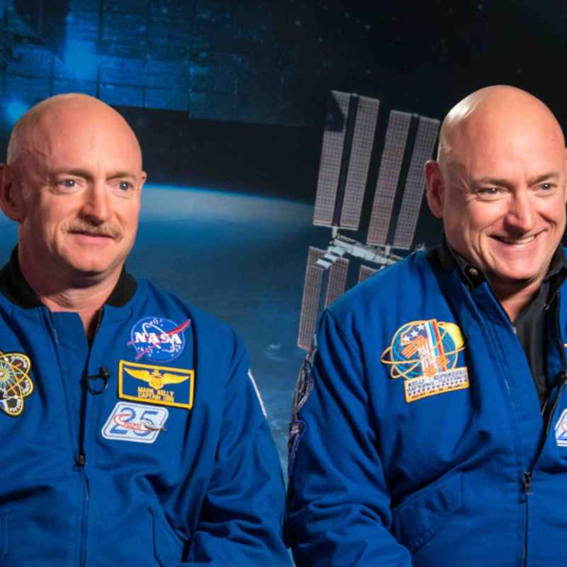 Les astronautes Mark et Scott Kelly