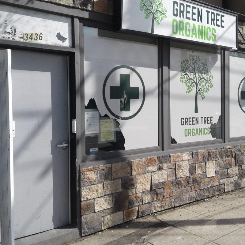 Le propriétaire des lieux fait face à une accusation qu`il y a permis la vente illégale de cannabis.