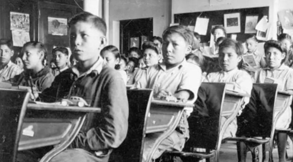 Des élèves d'un pensionnat pour les Autochtones