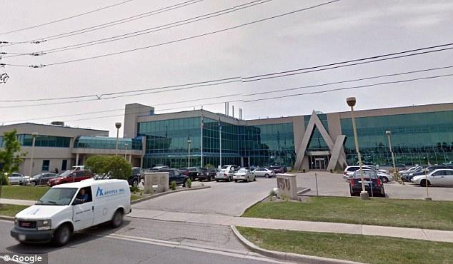 Le siège social de la société Apotex est situé au 150, promenade Signet, à Toronto. La compagnie a plus de 10 000 employés répartis dans plusieurs pays.