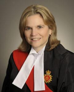 Depuis le 3 février 2020, la juge Suzanne Stevenson est juge principale de la Cour supérieure de justice de l'Ontario, section de la Cour de la famille.