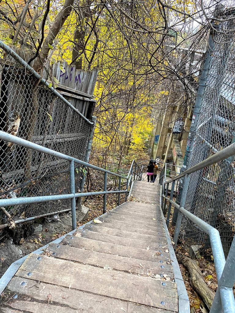 parc David A. Balfour STROLL 15 in Toronto Best Urban Strolls by Nathalie Prezeau escalier