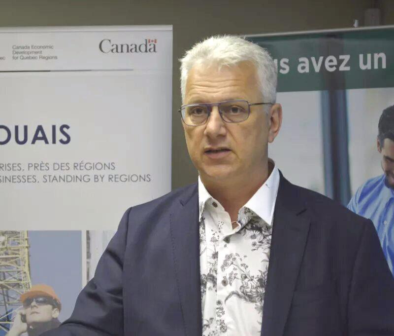 Le député fédéral d'Argenteuil-LaPetite-Nation, StéphaneLauzon.