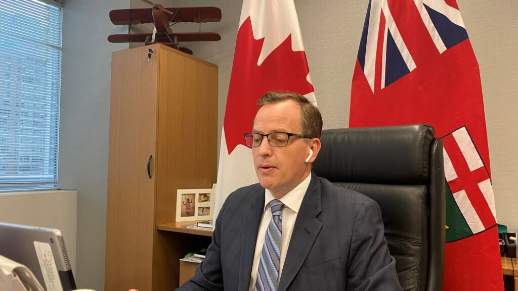 Jeff Yurek, le ministre ontarien de l'Environnement, de la Protection de la nature et des Parcs