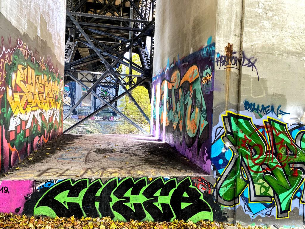 parc David A. Balfour STROLL 15 in Toronto Best Urban Strolls by Nathalie Prezeau viaduc