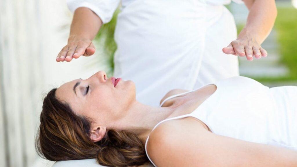 imposition des mains magnétisme aimant guérisseurs