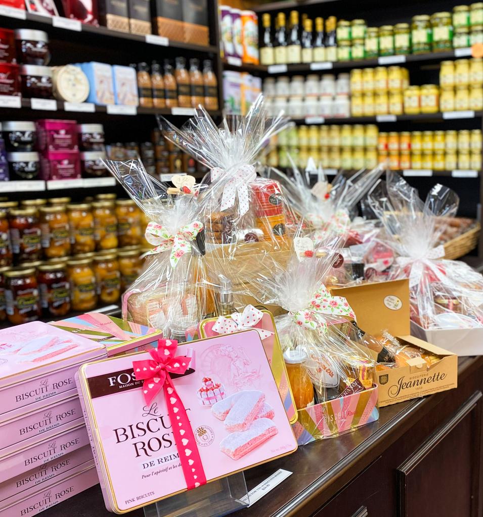 Le comptoir de la boutique Douce France à Toronto en cette semaine de la Fête des Mères