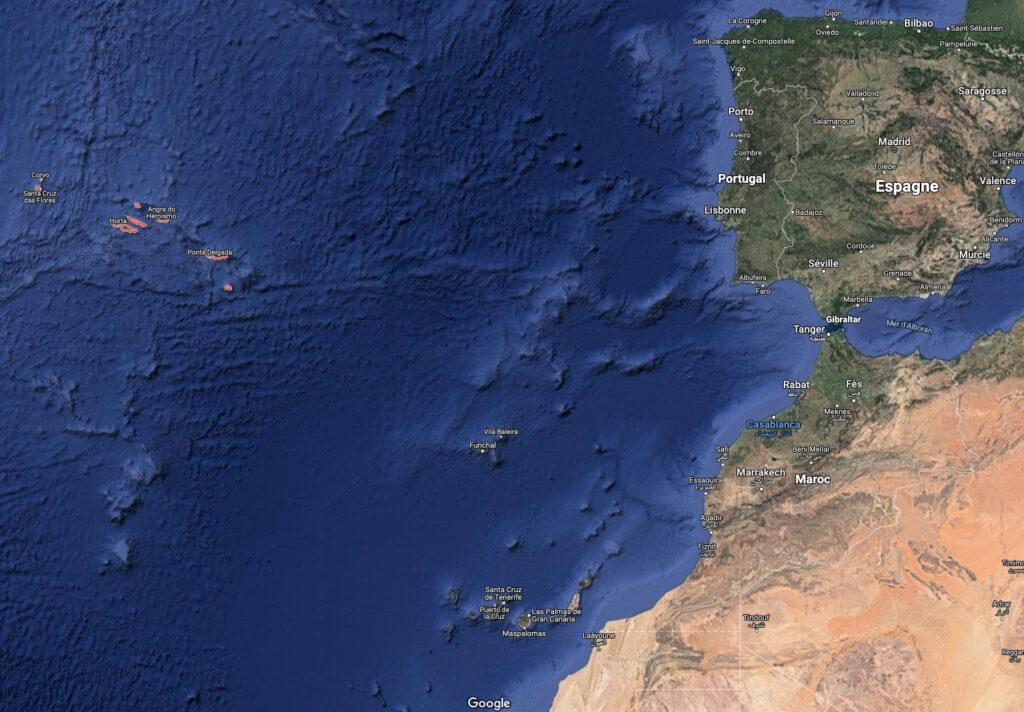 Qui étaient les premiers visiteurs des îles au milieu de l'Atlantique?